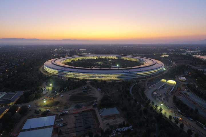 Apple'ın on milyarlarca dolarlık vergiyi ödemekten kaçtığı iddia ediliyor