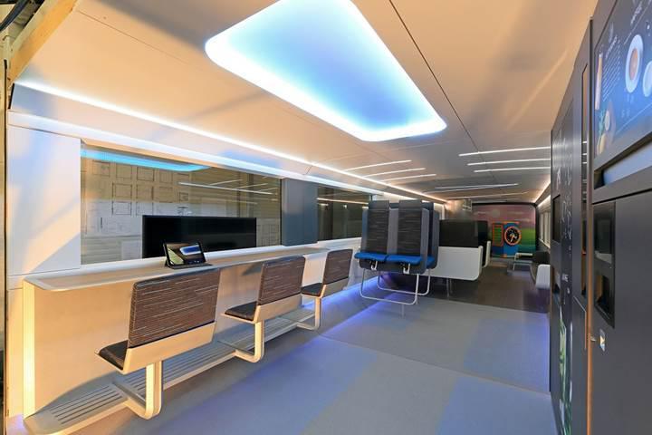 Egzersiz odalı ve oyun konsollu yenilikçi tren: Ideenzug [Galeri]
