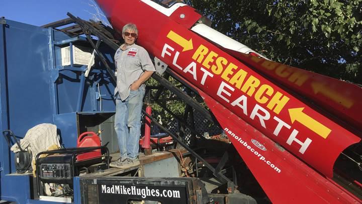 Dünya'nın düz olduğunu kanıtlamak isteyen adam, ev yapımı roketiyle kendini fırlatacak