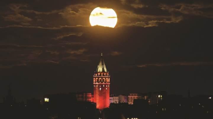 Bu gece doğanın görsel şöleni var: Süper Ay