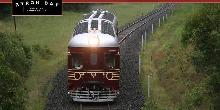 Dünyanın ilk güneş enerjili treni yola çıktı