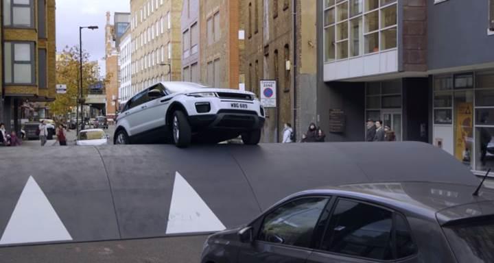 Range Rover Evoque dünyanın en büyük hız tümseğini nasıl aştı? [video]