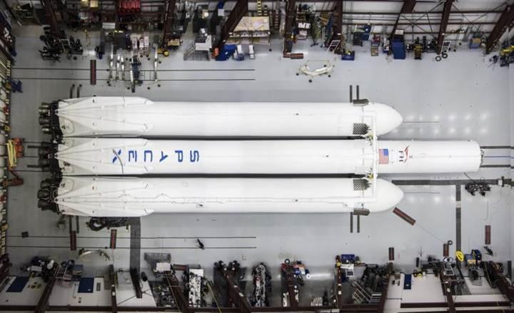 İşte Elon Musk'ın Roadster'ını Mars'a taşıyacak olan devasa roket Falcon Heavy