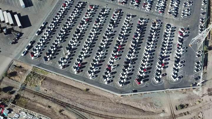 Tesla fabrikasının drone ile görüntülenmesi yüzlerce Model 3'ü ortaya çıkardı