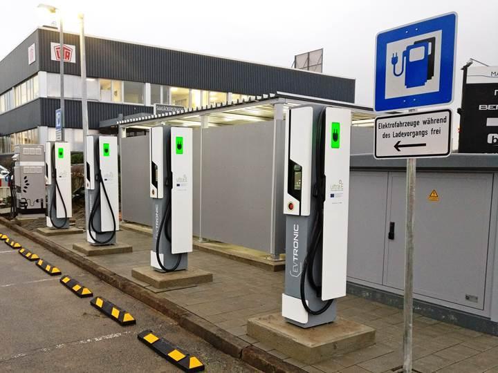 Avrupa'nın ilk halka açık ultra hızlı şarj istasyonu faaliyete geçti