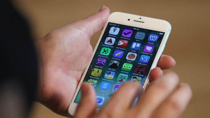 iPhone'ları yavaşlatan Apple'a ''planlı eskitme'' davası
