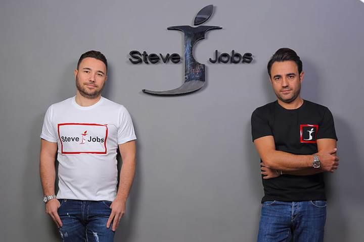 Apple'ın hatasını fırsata çevirdiler: İtalyan giyim firmasının Steve Jobs zaferi