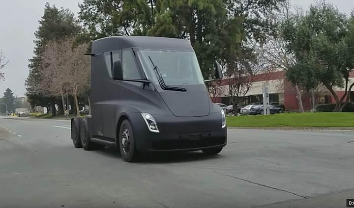Tesla Semi ilk kez halka açık yollarda görüntülendi