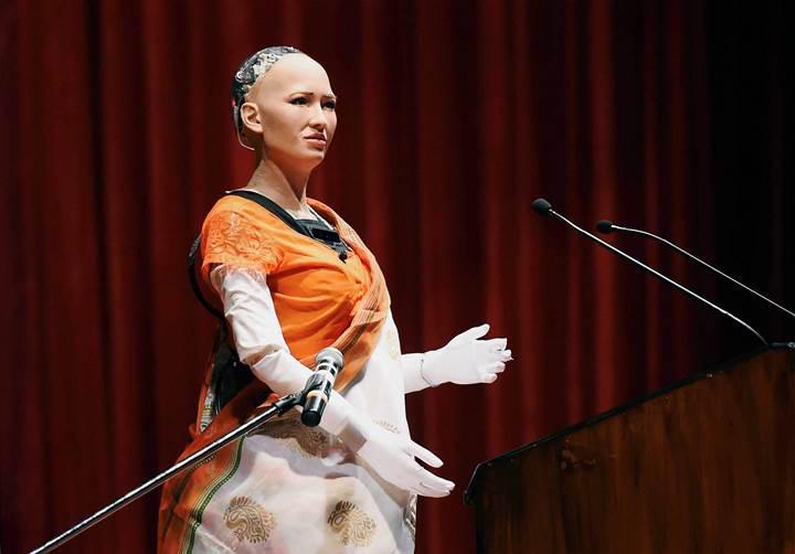 İnsanlığın sonunu getirmek isteyen robot Sophia Türkiye'ye geliyor