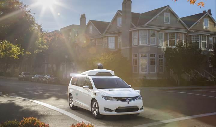 Google'ın sürücüsüz araçları 2017'de 3 milyon km'nin üzerinde yol katetti