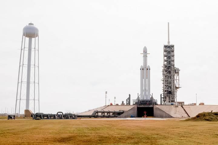 SpaceX, yörüngedeki Roadster'ın içinden canlı yayın yapıyor! Buradan izleyin
