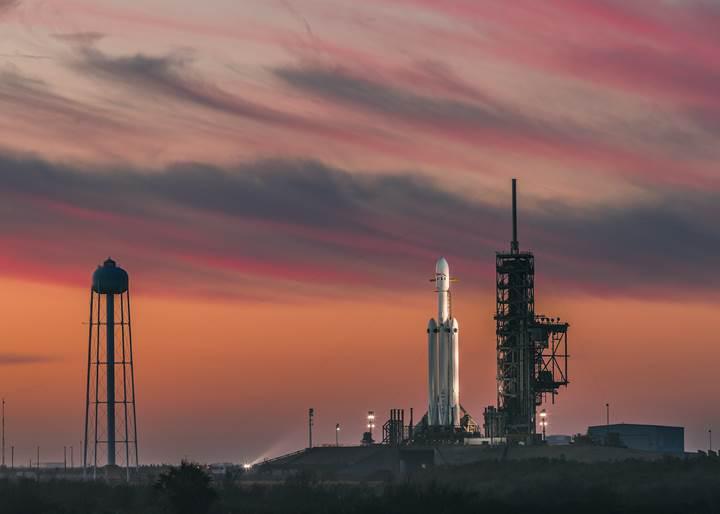 SpaceX'in inişini göstermediği merkez rokete ne oldu?