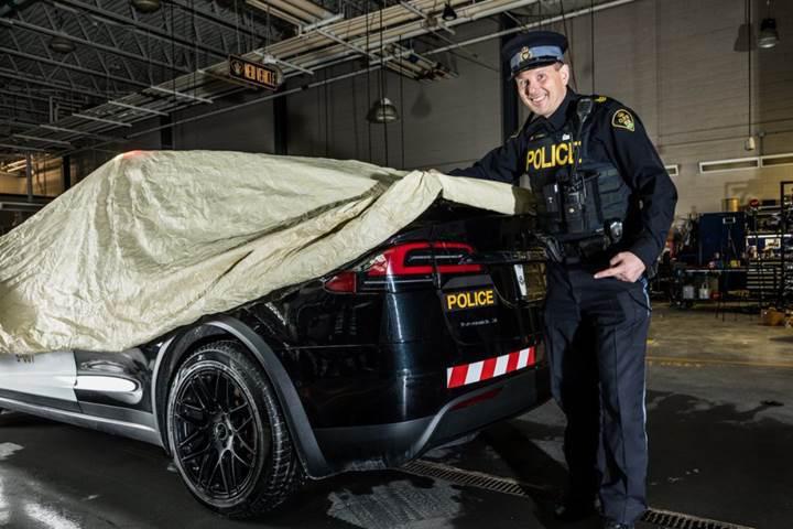 Tesla Model X Kanada'da polis aracı oldu