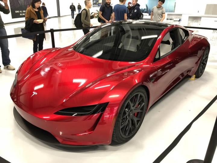 Tesla Roadster test edilirken görüntülendi