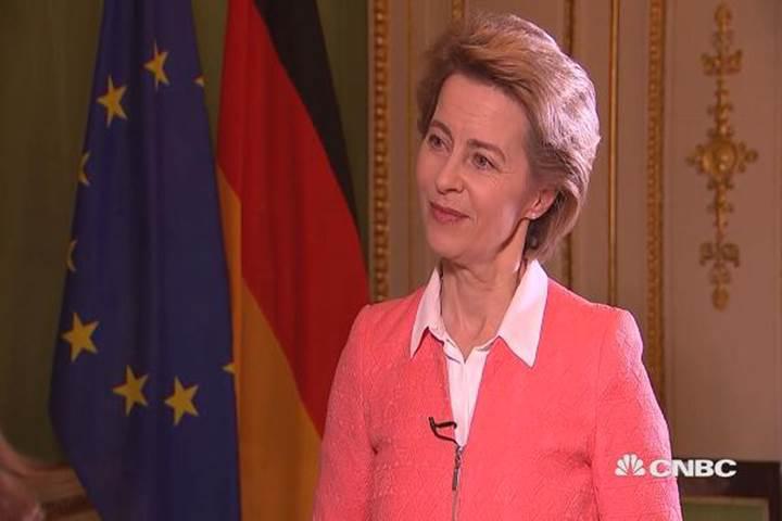 Almanya Savunma Bakanı: Siber saldırılar küresel istikrar için en büyük tehdit