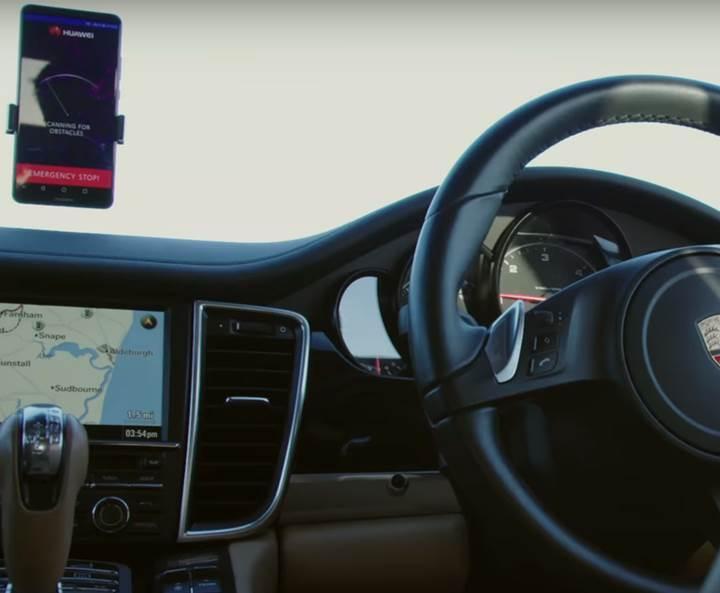 Huawei'nin akıllı telefonu Porsche Panamera sürdü