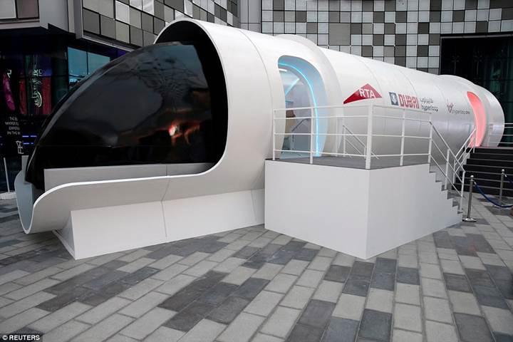 Saatte 1200 kilometre hıza ulaşacak hyperloop prototipi tanıtıldı