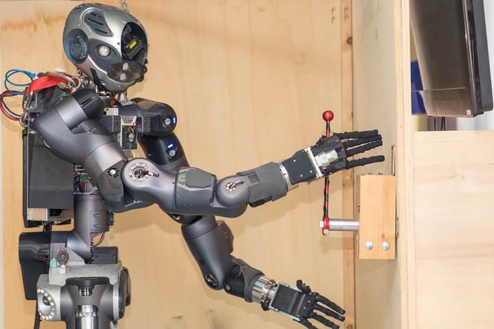 Karşınızda acil müdahale robotu Walk-Man