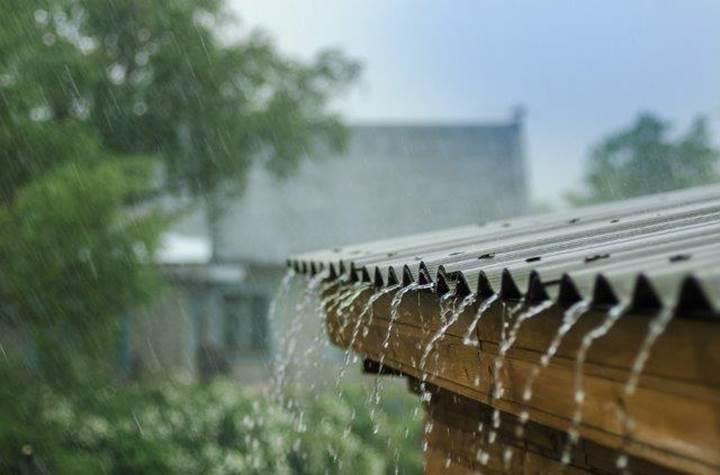 Güneş ışığı ve yağmur damlalarından elektrik üreten hibrit güneş paneli