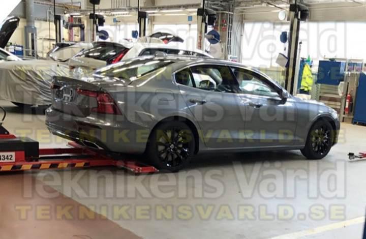2019 Volvo S60'ın ilk kamuflajsız görseli ortaya çıktı