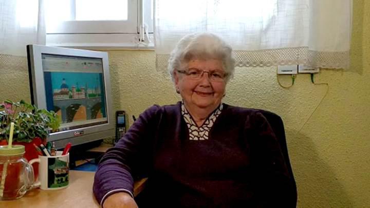 Microsoft Paint'le harika çizimler yapan 87 yaşındaki büyükanne fenomen oldu