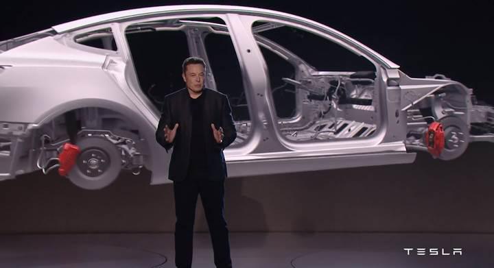 Elon Musk Model 3 üretiminde ipleri eline aldı: Fabrikada uyuyacak