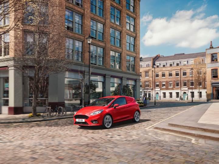 Ford, yeni Fiesta Van modelini İngiltere'de tanıttı
