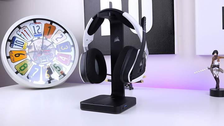 En iyisi, en pahalısı 'Corsair ST100 RGB Premium' kulaklık standı!