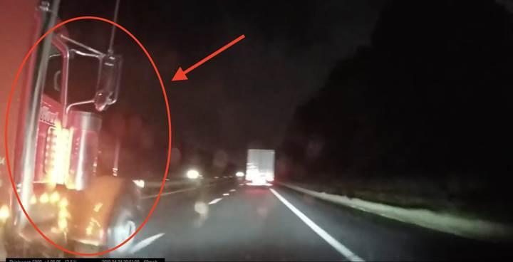 Tesla Model X'i tırın altında kalmaktan Autopilot kurtardı [video]
