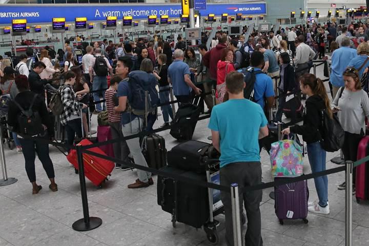 Hava trafik kontrol sistemi bozuldu, Avrupa'daki uçuşların yarısı etkilendi