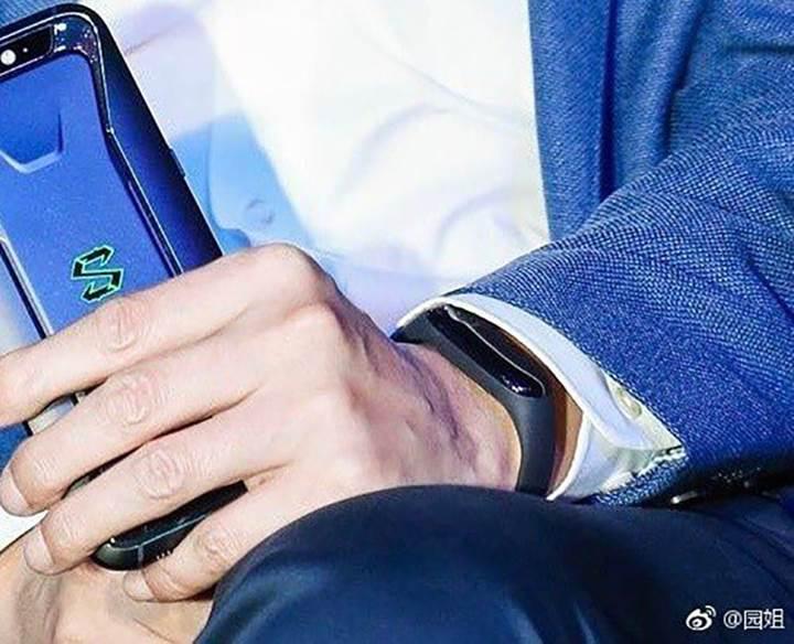 Xiaomi Mi Band 3'ün ilk teaser görseli yayınlandı