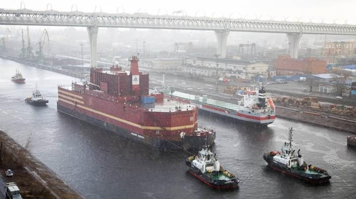 Rusya dünyanın ilk yüzen nükleer santralinin inşasını tamamladı