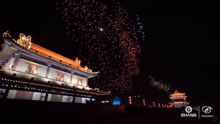 Çin'de 1.374 drone ile yapılan hava gösterisi dünya rekoru kırdı