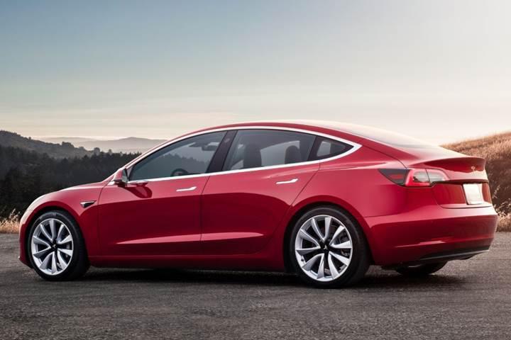 Çift motorlu Tesla Model 3 gelecek hafta siparişe açılıyor
