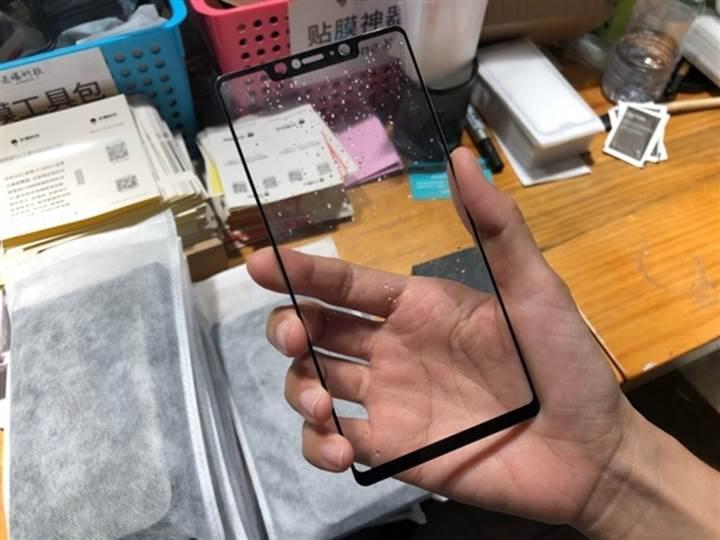 Xiaomi Mi 8 kutusu ve ekran paneli sızdırıldı