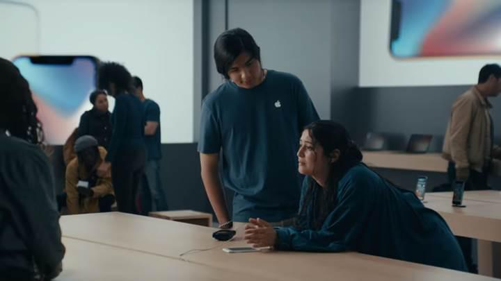 Samsung son reklam filmiyle iPhone'u tiye almaya devam ediyor