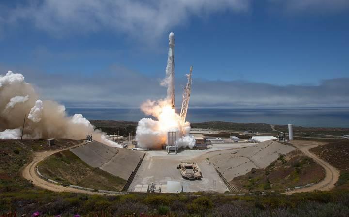 SpaceX roketinin fırlatılışını çeken fotoğraf makinesi eridi