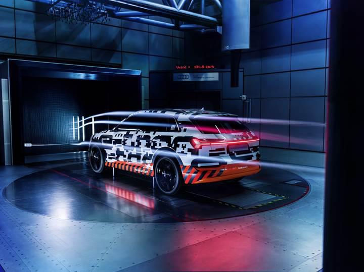 Audi'nin elektrikli SUV modeli E-Tron'da sanal yan aynalar bulunacak