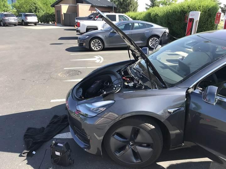 Tesla Model 3'ten tek şarjla 965 km'lik menzil rekoru