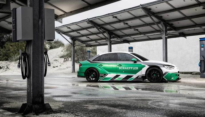 Audi RS3, elektrikli motorla 1180 beygirlik canavara dönüştü