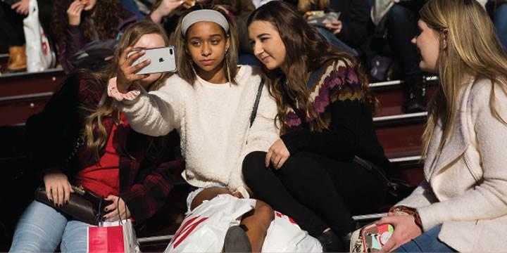 Gençler Facebook'u daha az kullanıyor