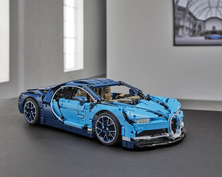 Bugatti Chiron'un 3,600 parçadan oluşan Lego modeli tanıtıldı