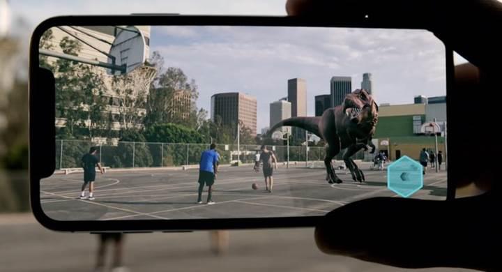 iOS 12'de iki iPhone'un aynı sanal nesneye bakması mümkün olacak