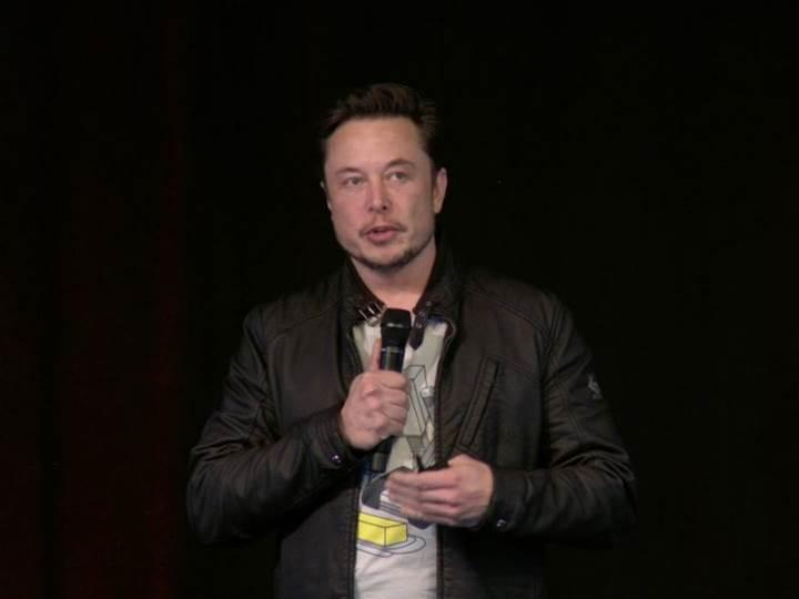 Tesla hissedarları Elon Musk'ı destekledi: Görevine devam edecek