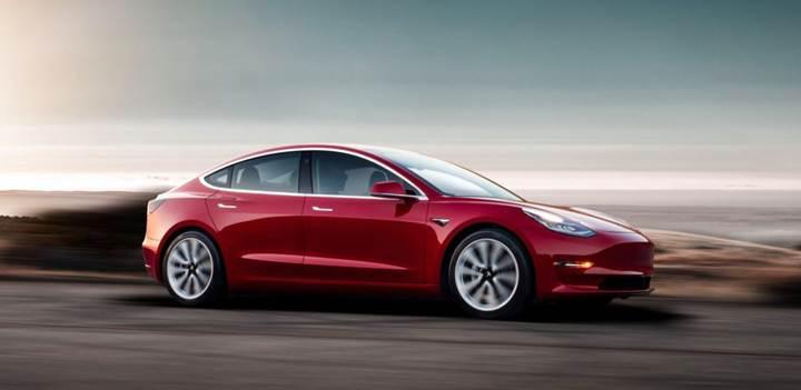 Tesla Model 3, ABD'de sınıfının en çok satan otomobili oldu