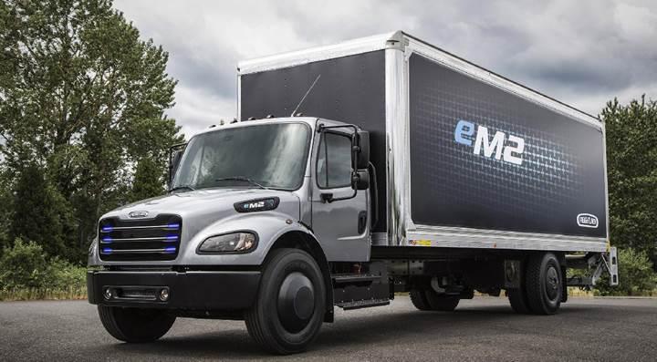 Daimler'in elektrikli tırı Tesla Semi'ye rakip olacak