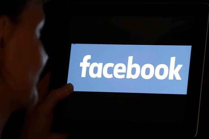 Facebook bazı şirketlerin kullanıcı verilerine erişmesine olanak sağladı