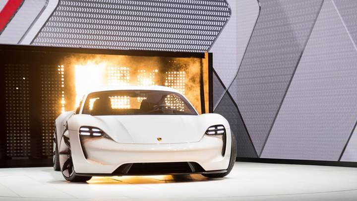 Porsche'den 4 dakika şarjla 100 km gidecek elektrikli otomobil: Porsche Taycan