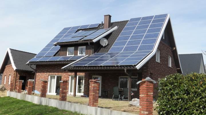 Çatısında elektrik üretip fazlasını satanlara vergi muafiyeti geliyor