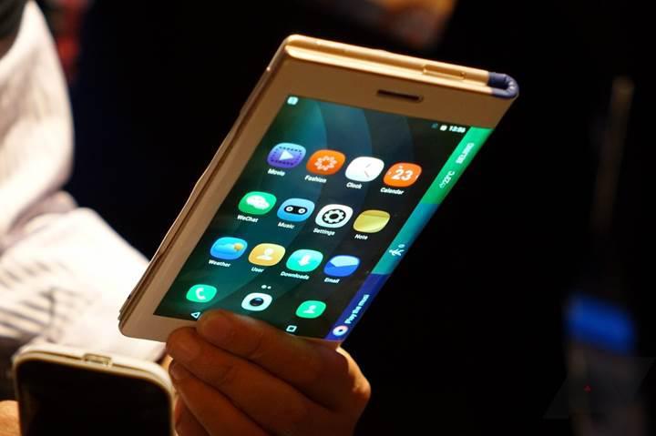 Samsung'un katlanabilir akıllı telefonu yaklaşık 2.000 dolar fiyata sahip olacak
